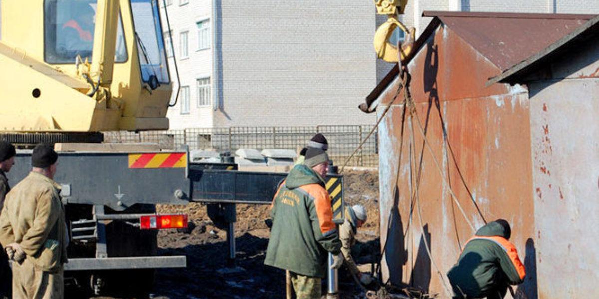 Прокуратура не разрешает городским властям сносить незаконные гаражи